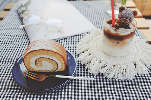 ローソン プレミアムロールケーキ クリーム 再販 期間 いつ いつまで 口コミ カロリー 値段